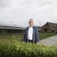 Anton Legeland (rechts) in Steenderen bij Helmig van der Kolk, die het agrarisch bedrijf verruilde voor groepsaccommodatie.